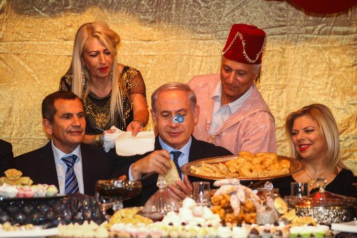 ראש הממשלה בנימין נתניהו ואשתו שרה השתתפו בחגיגה היהודית המרוקאית של המימונה, באור עקיבא.  צלם פלאש 90 תיעד