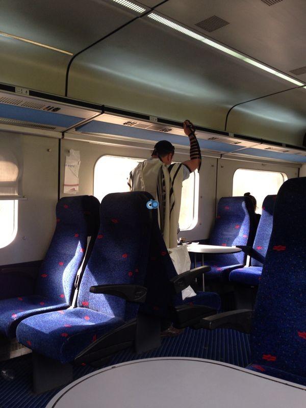 קובי ברכבת. מעניין מה יאמר על זה אטילה.