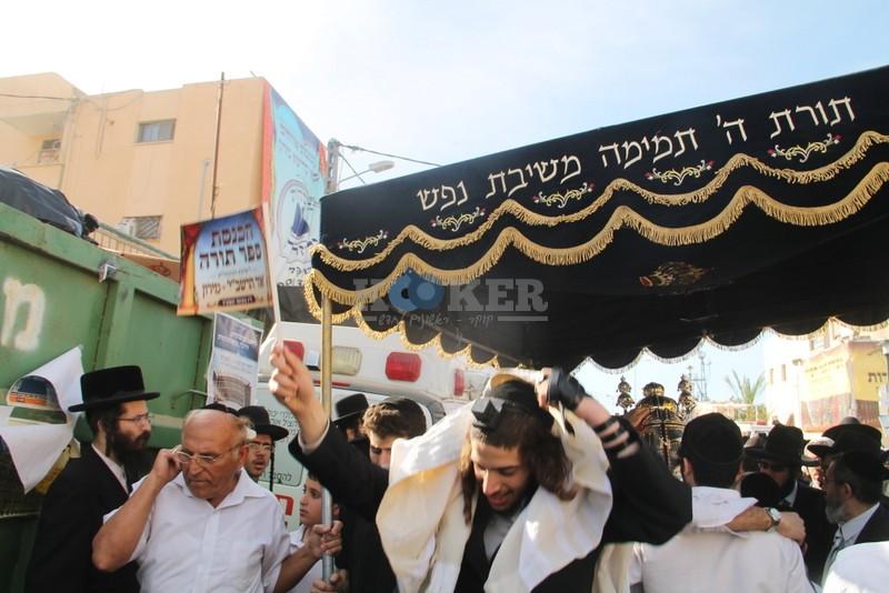 הכנסת ס''ת עם הרב יחיאל אבוחצירא רמלה צילם אור הרשב''י (13)
