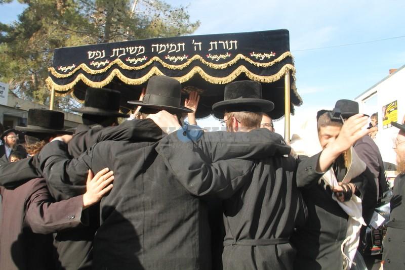 הכנסת ס''ת עם הרב יחיאל אבוחצירא רמלה צילם אור הרשב''י (17)