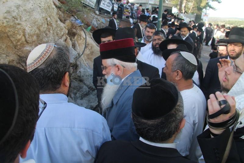 הכנסת ס''ת עם הרב יחיאל אבוחצירא רמלה צילם אור הרשב''י (2)