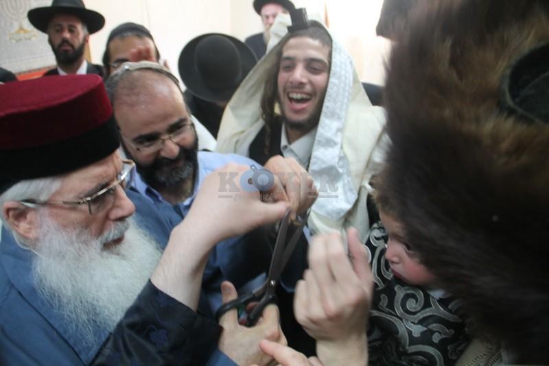 הכנסת ס''ת עם הרב יחיאל אבוחצירא רמלה צילם אור הרשב''י (21)