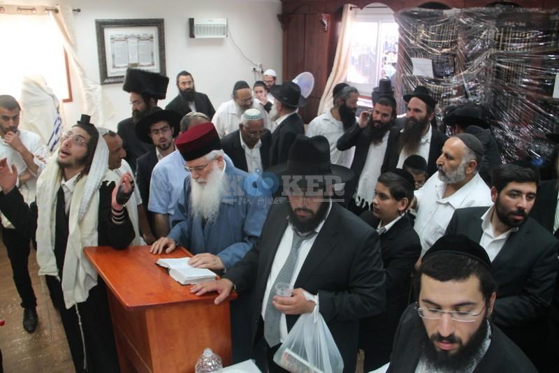 הכנסת ס''ת עם הרב יחיאל אבוחצירא רמלה צילם אור הרשב''י (22)