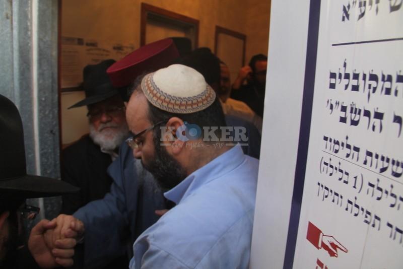 הכנסת ס''ת עם הרב יחיאל אבוחצירא רמלה צילם אור הרשב''י (24)