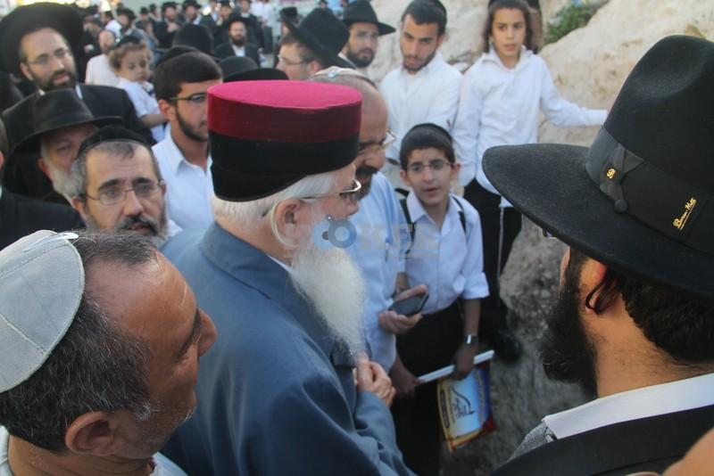 הכנסת ס''ת עם הרב יחיאל אבוחצירא רמלה צילם אור הרשב''י (3)