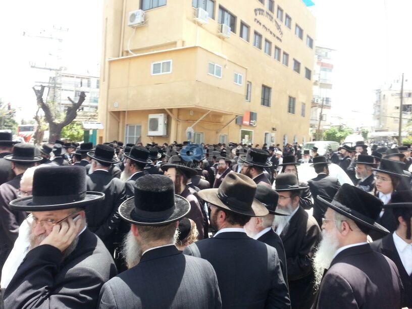 הלויה, הרבנית נדבורנא פ''ת, צילם יהודה רחמים 24 (2)
