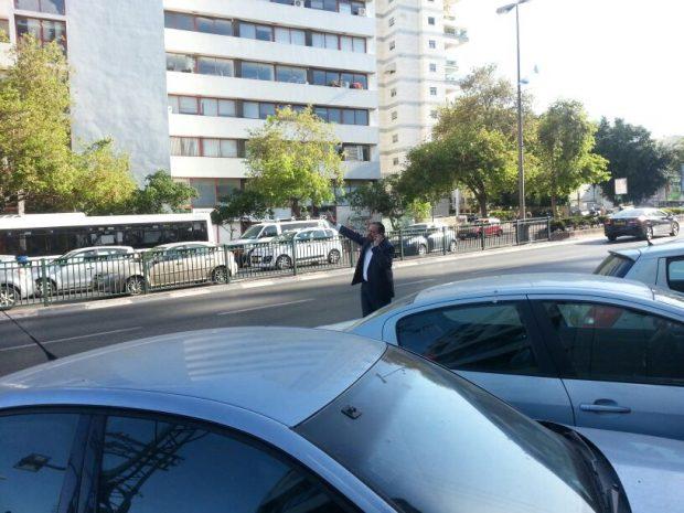 הי אתה שם!  אטיאס עוצר מונית!... צילום יהודה רחמים חדשות 24
