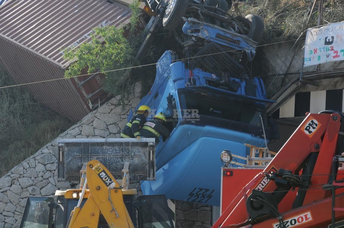 משאית תלויה, תאונה מוצא, צילם משה אסולין איחוד הצלה (1)