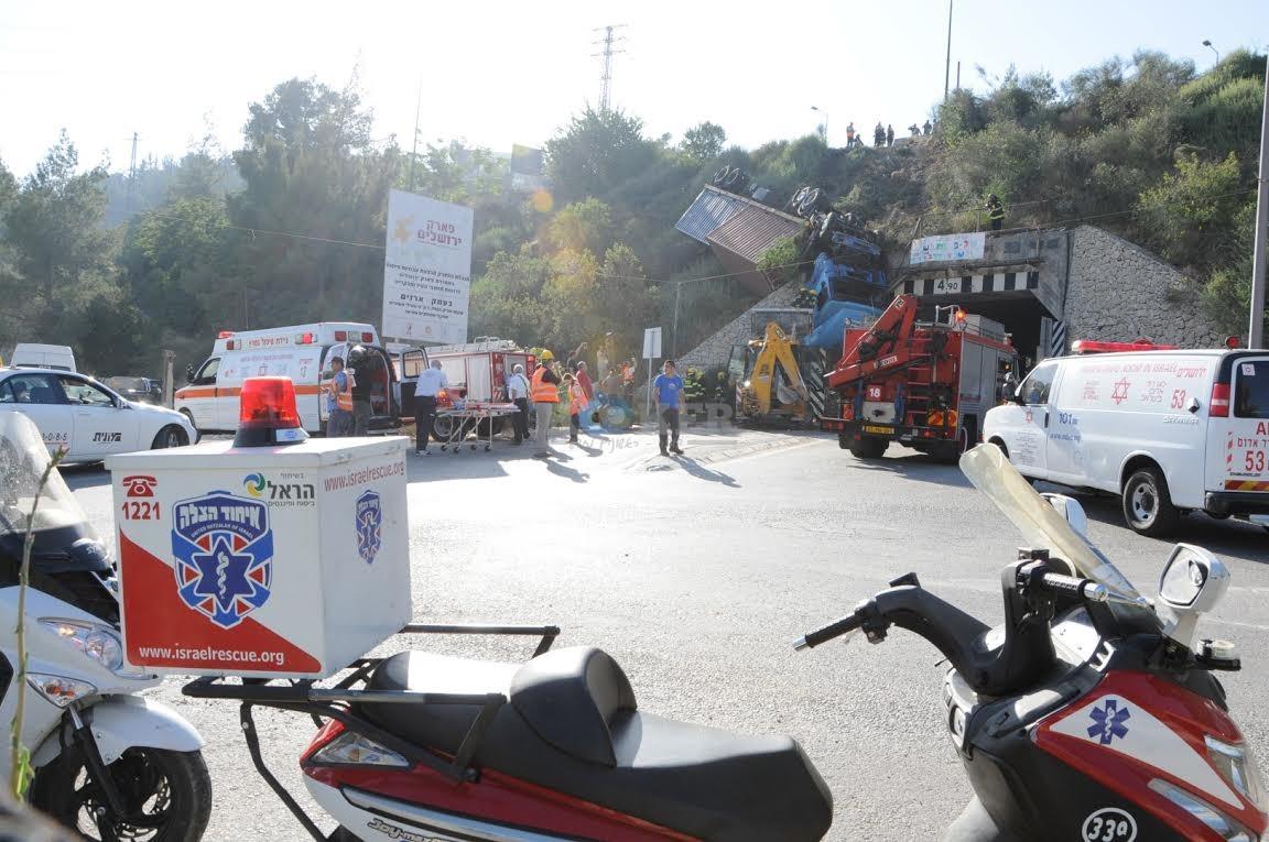 משאית תלויה, תאונה מוצא, צילם משה אסולין איחוד הצלה (13)