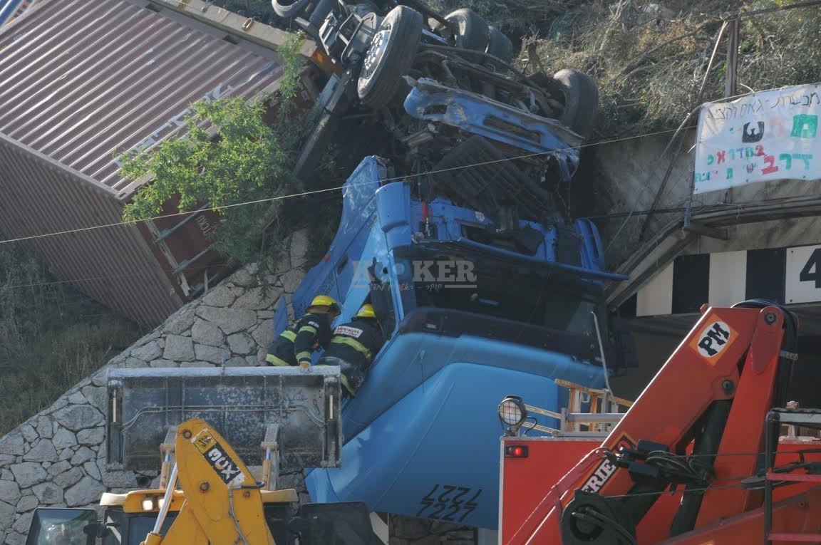 משאית תלויה, תאונה מוצא, צילם משה אסולין איחוד הצלה (14)