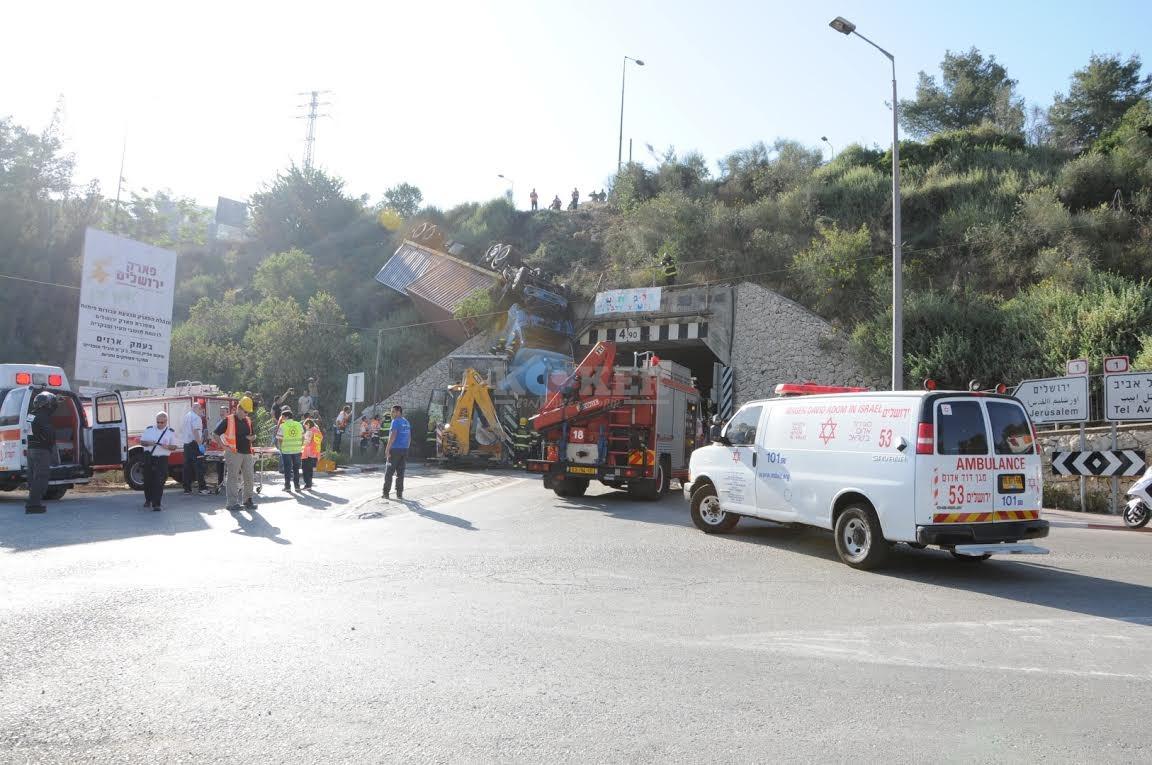 משאית תלויה, תאונה מוצא, צילם משה אסולין איחוד הצלה (16)