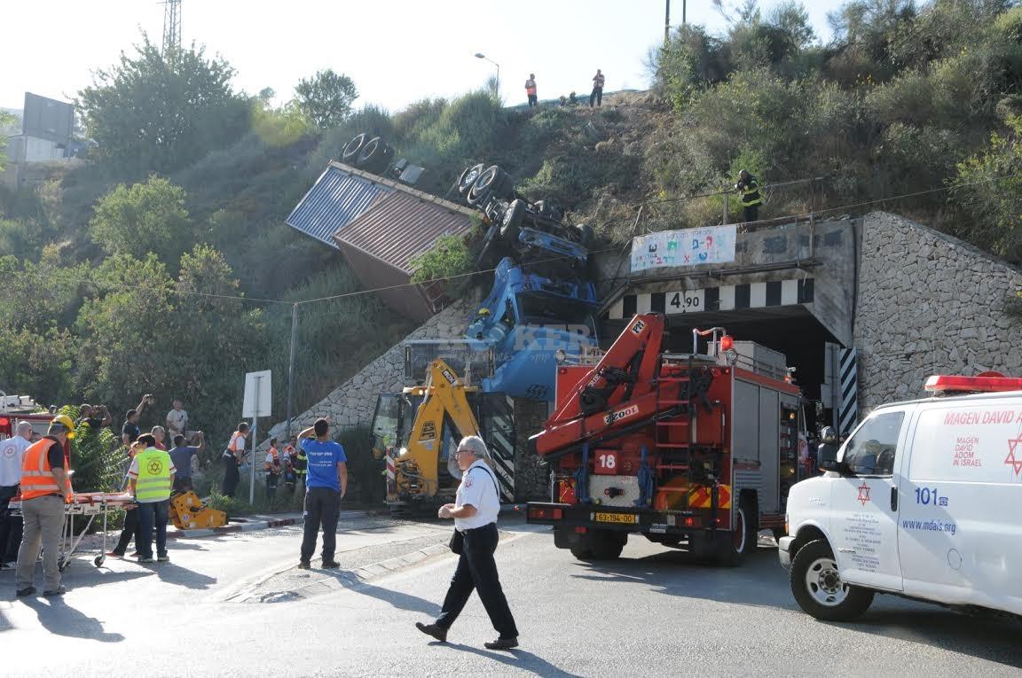 משאית תלויה, תאונה מוצא, צילם משה אסולין איחוד הצלה (2)