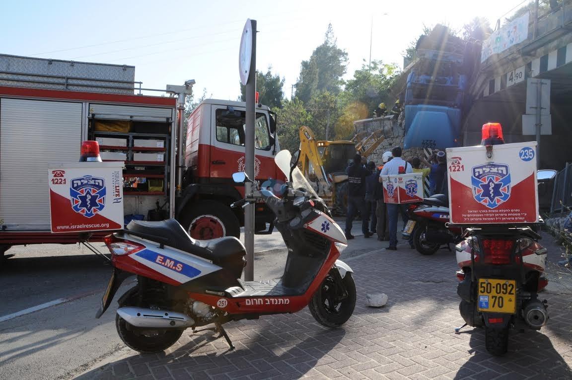 משאית תלויה, תאונה מוצא, צילם משה אסולין איחוד הצלה (3)