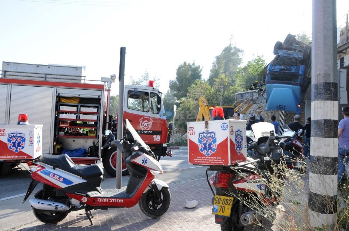 משאית תלויה, תאונה מוצא, צילם משה אסולין איחוד הצלה (4)