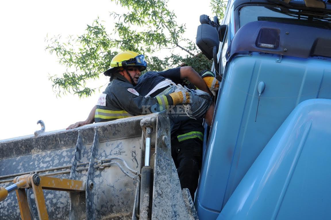 משאית תלויה, תאונה מוצא, צילם משה אסולין איחוד הצלה (6)