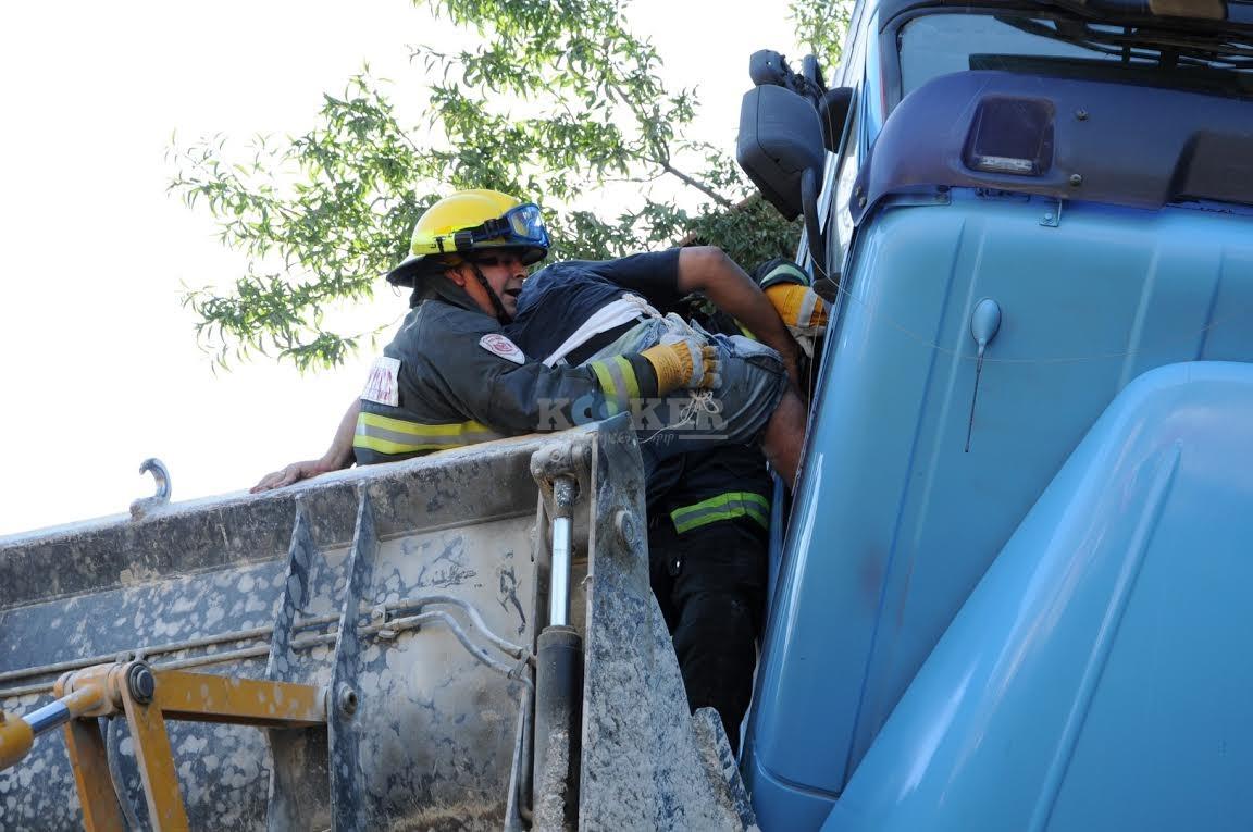 משאית תלויה, תאונה מוצא, צילם משה אסולין איחוד הצלה (7)