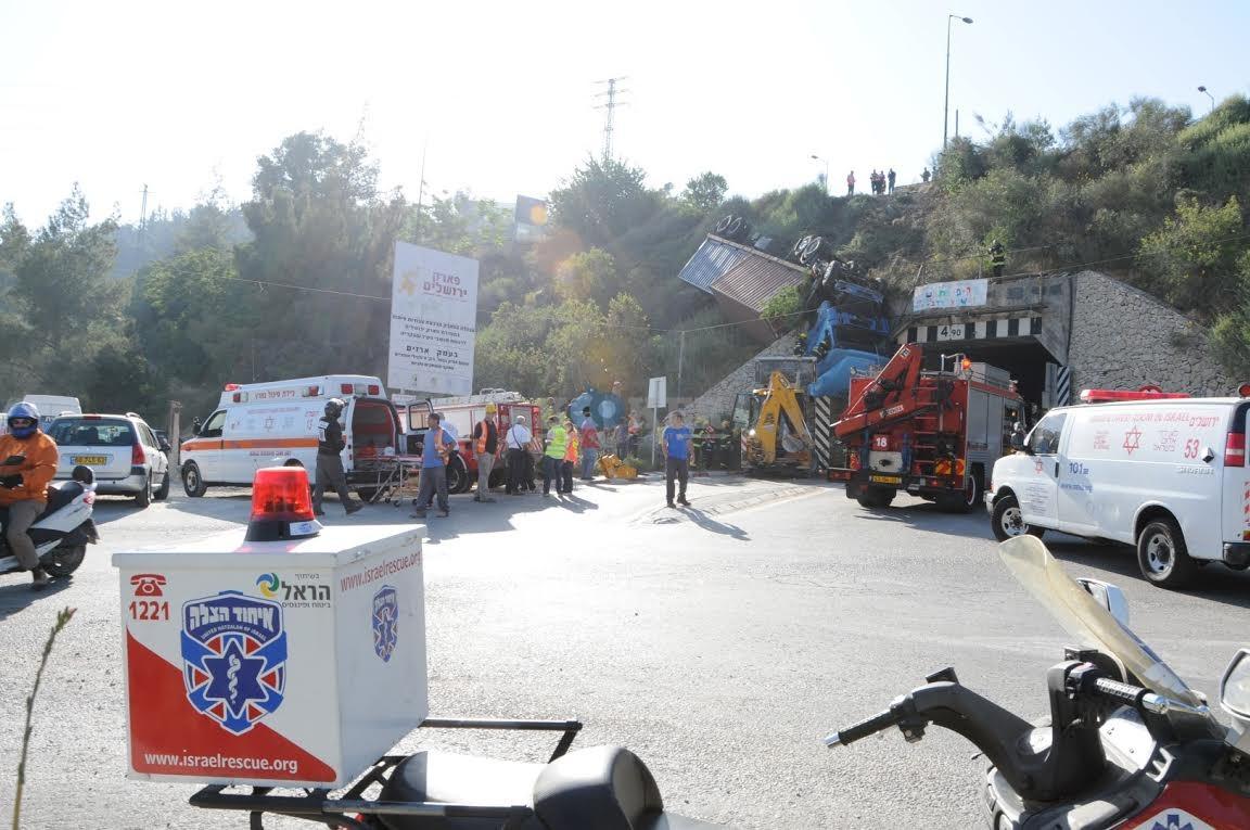 משאית תלויה, תאונה מוצא, צילם משה אסולין איחוד הצלה (9)