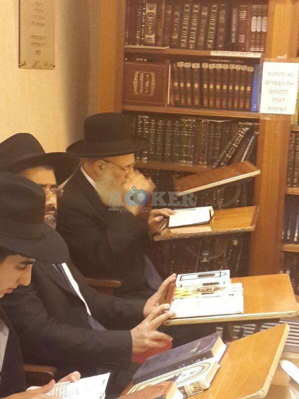 רבי ראובן אלבז בכותל המערבי מוצאי שבועות צילם יוסף חיים בן ציון 24 (1)