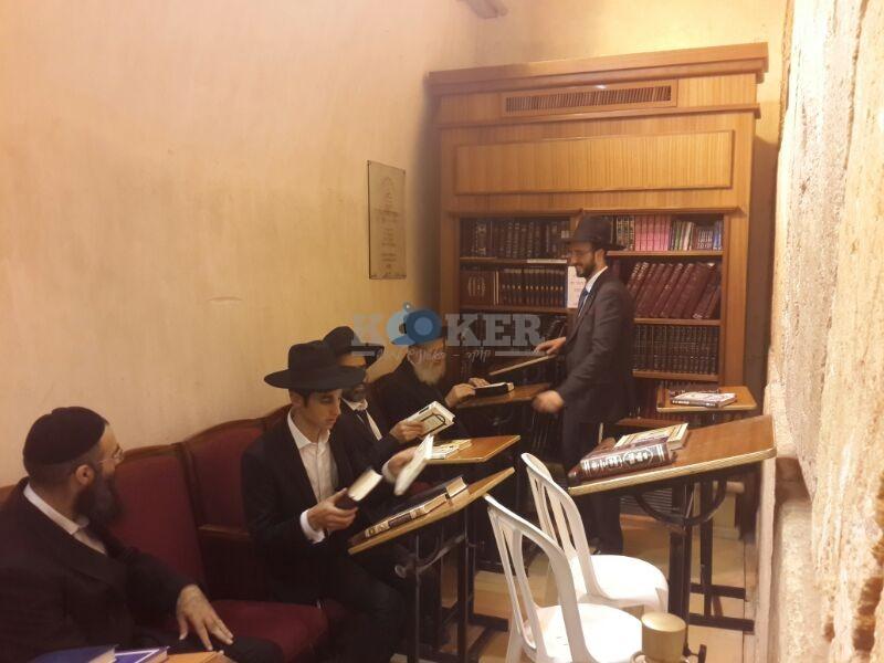 רבי ראובן אלבז בכותל המערבי מוצאי שבועות צילם יוסף חיים בן ציון 24 (13)