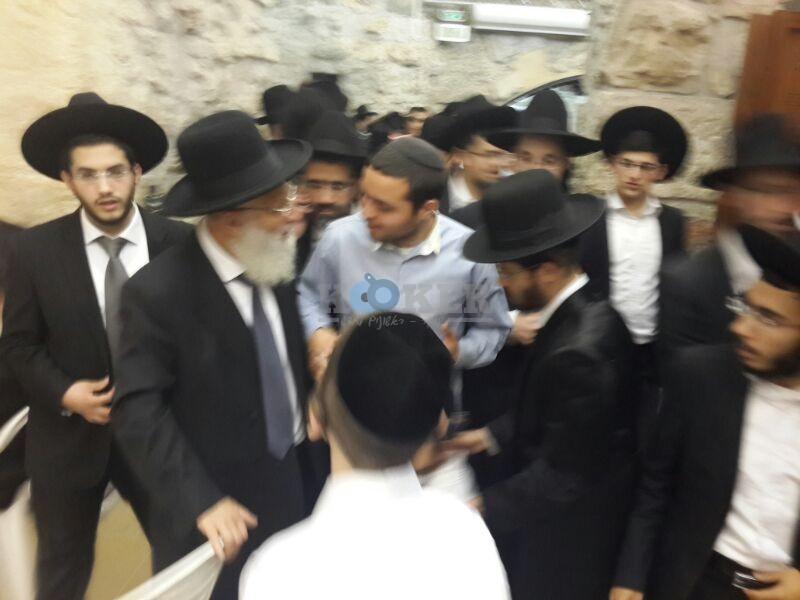 רבי ראובן אלבז בכותל המערבי מוצאי שבועות צילם יוסף חיים בן ציון 24 (15)
