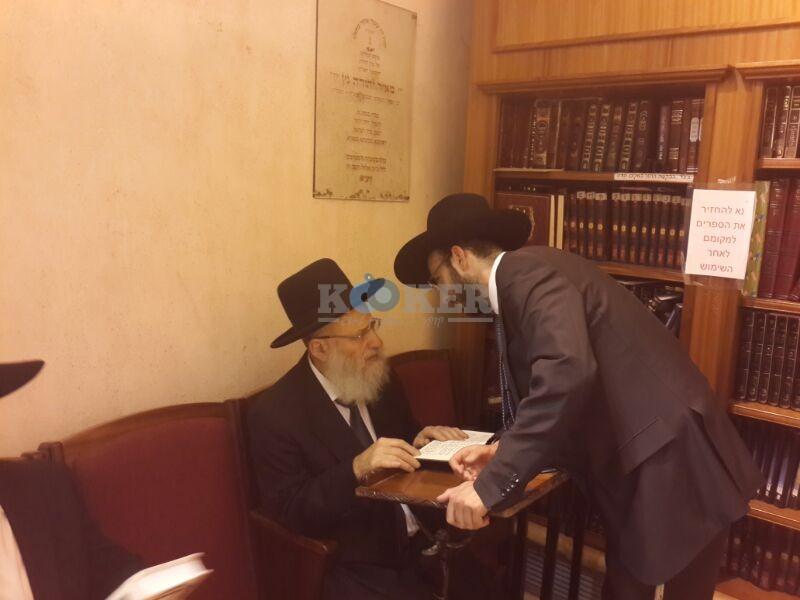 רבי ראובן אלבז בכותל המערבי מוצאי שבועות צילם יוסף חיים בן ציון 24 (17)