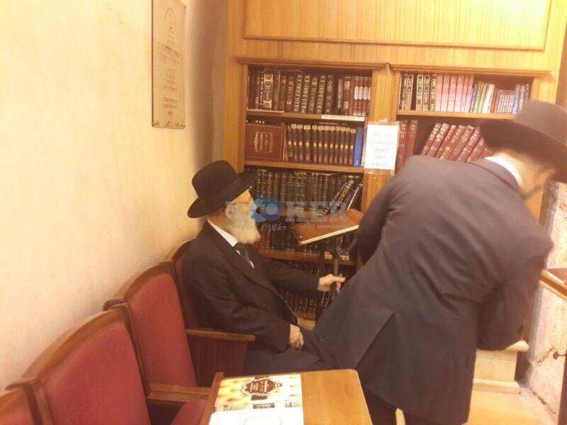 רבי ראובן אלבז בכותל המערבי מוצאי שבועות צילם יוסף חיים בן ציון 24 (20)