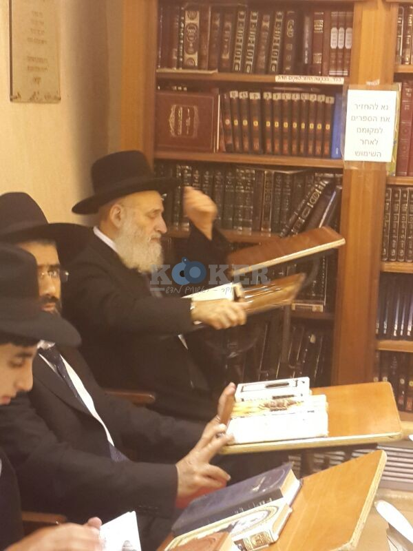 רבי ראובן אלבז בכותל המערבי מוצאי שבועות צילם יוסף חיים בן ציון 24 (23)