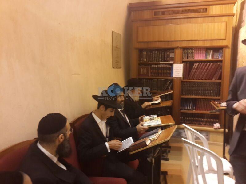 רבי ראובן אלבז בכותל המערבי מוצאי שבועות צילם יוסף חיים בן ציון 24 (3)