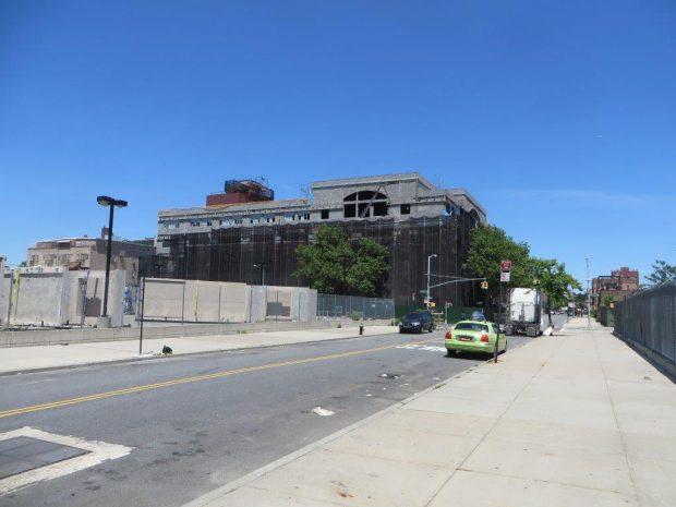 the gigantic school building (1)