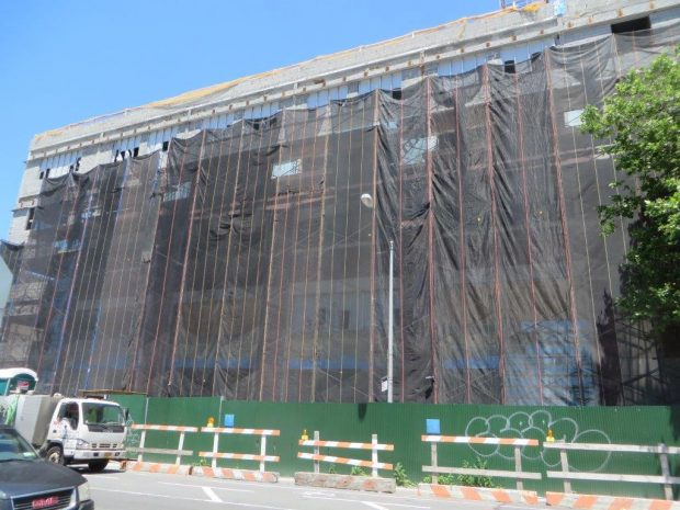 the gigantic school building (3)