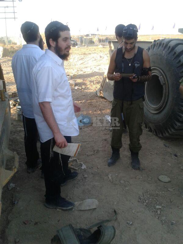 חב''ד מעודדדים את חיילי צה''ל באדיבות המצלם משיף (3)