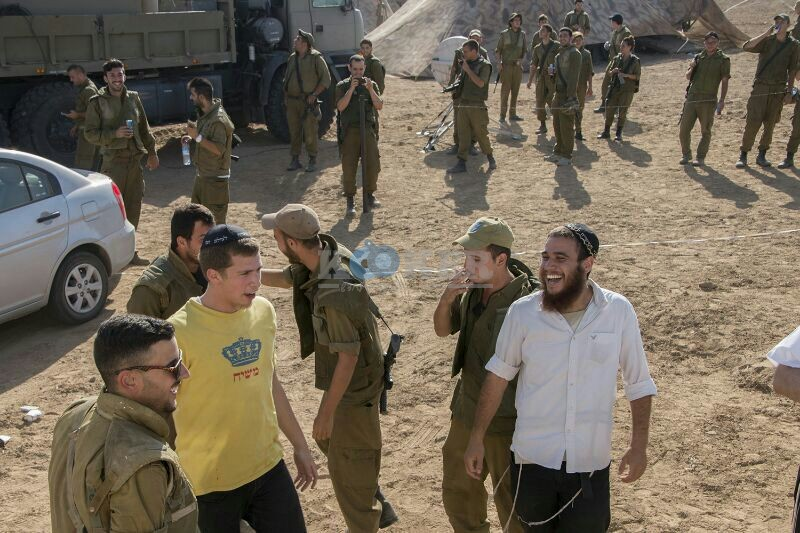 חב''ד מעודדדים את חיילי צה''ל באדיבות המצלם משיף (5)