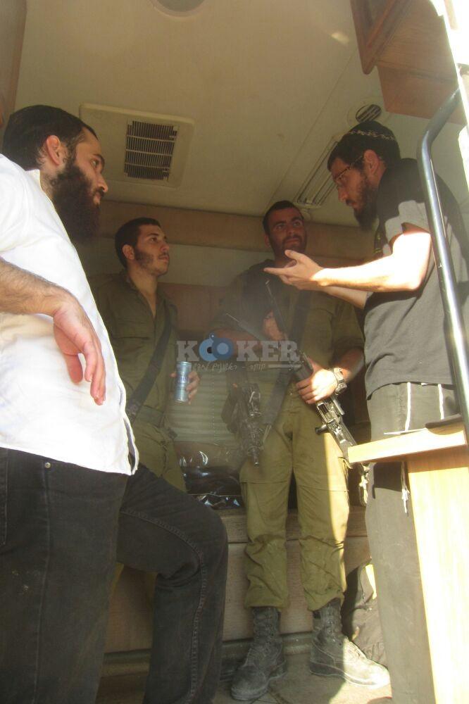 חב''ד מעודדדים את חיילי צה''ל באדיבות המצלם משיף (6)