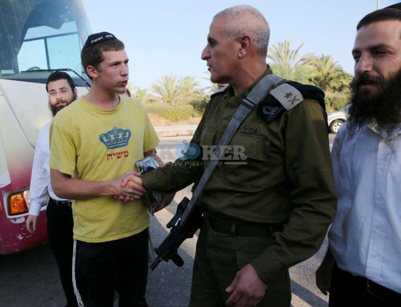 חב''ד מעודדדים את חיילי צה''ל באדיבות המצלם משיף (7)