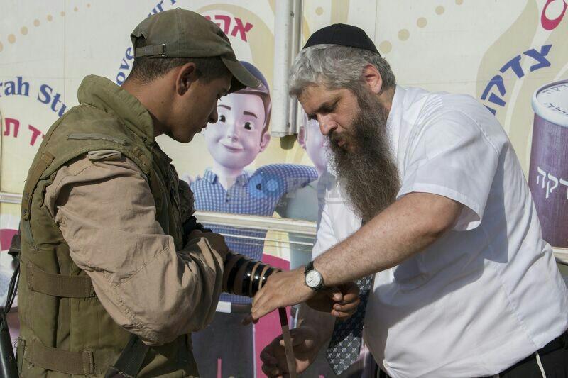 חב''ד מעודדדים את חיילי צה''ל באדיבות המצלם משיף (8)