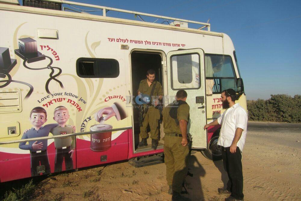 חב''ד מעודדדים את חיילי צה''ל באדיבות המצלם משיף (9)