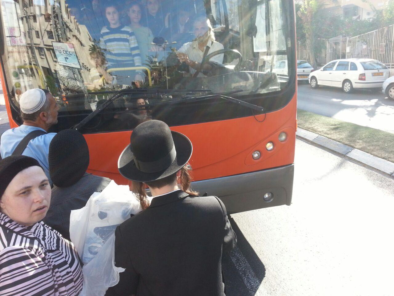 אוטובוס אוטובוסים חרדים נוסעים זועמים - צילם יהודה רחמים 24 (2)