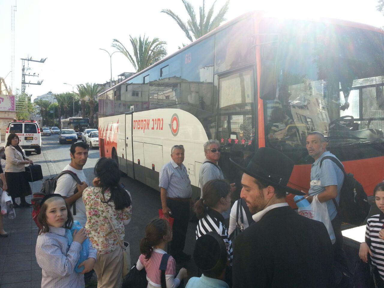 אוטובוס אוטובוסים חרדים נוסעים זועמים - צילם יהודה רחמים 24 (3)