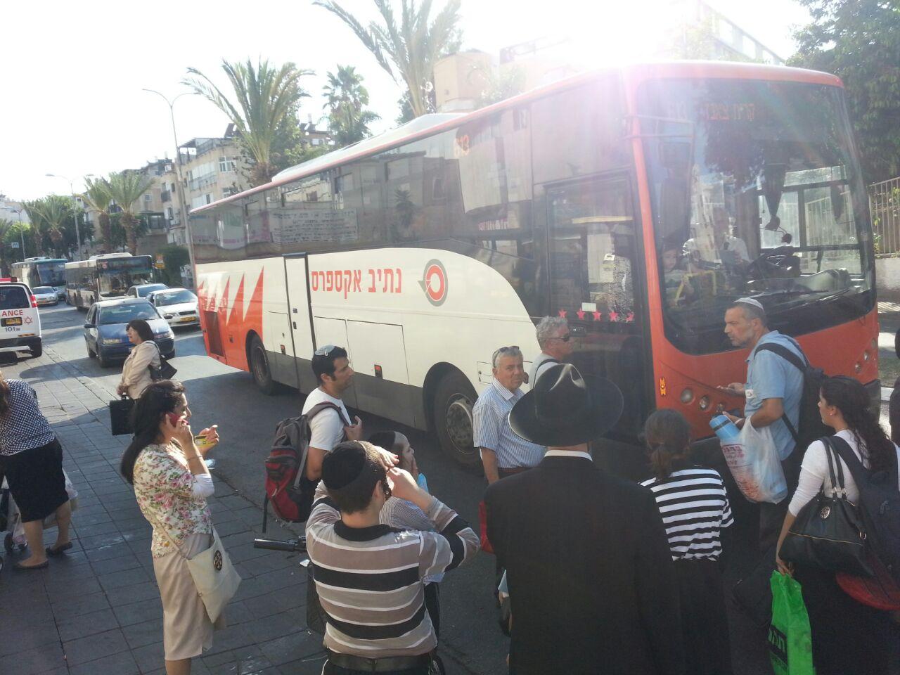 אוטובוס אוטובוסים חרדים נוסעים זועמים - צילם יהודה רחמים 24 (7)