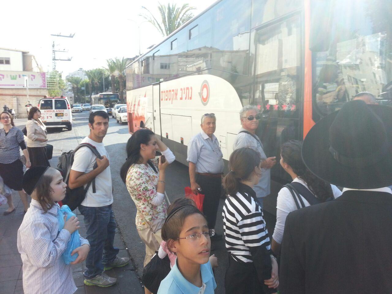 אוטובוס אוטובוסים חרדים נוסעים זועמים - צילם יהודה רחמים 24 (9)