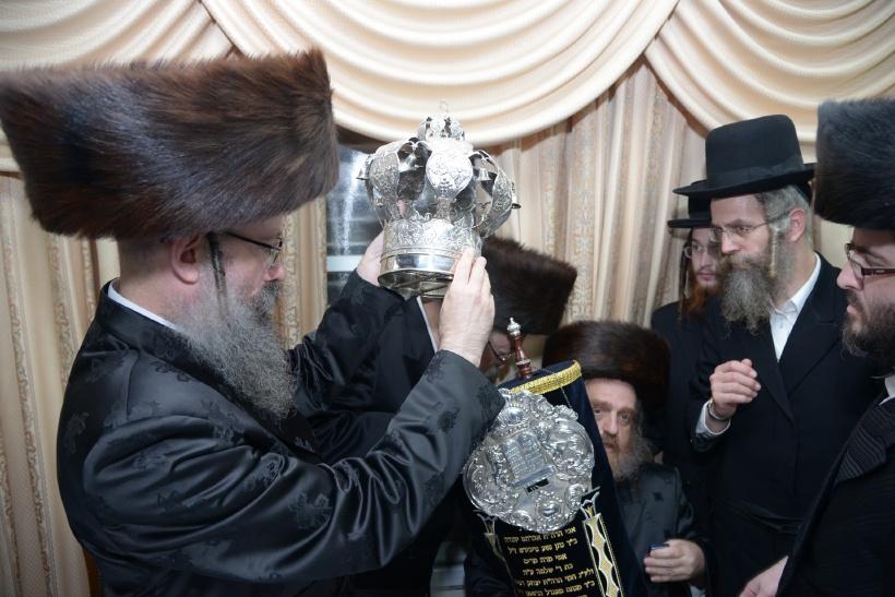 resized_הכנסת ס''ת צילם משה גולדשטיין (3)