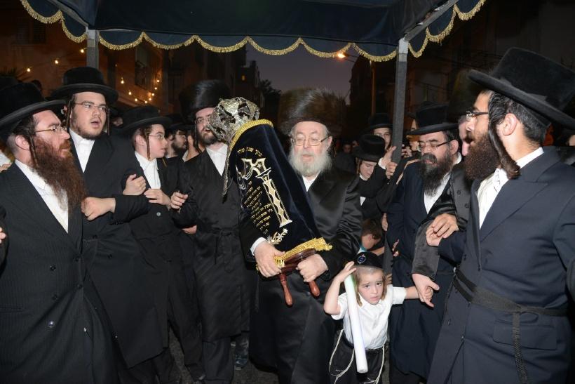resized_הכנסת ס''ת צילם משה גולדשטיין (4)
