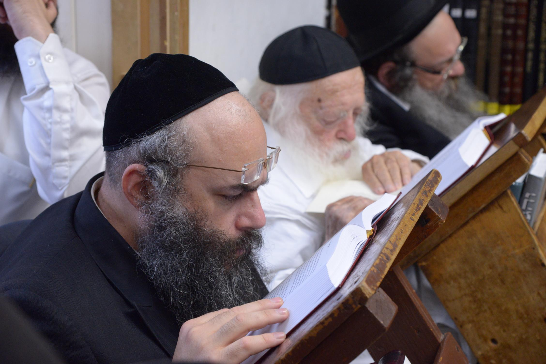 ניחום אבלים אצל מרן הגר''ח בהם הגאב''ד, הרב לאו, נבנצל ועוד צילם משה גולדשטיין (32)
