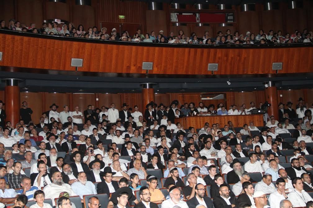 קהל ציבור חרדים בכנס ל מרן