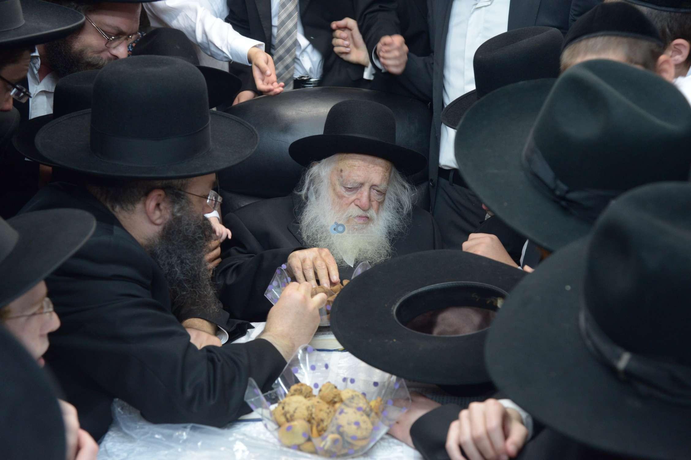 הגר''ח קניבסקי שמחת בית השואבהתשע''ה צילם מ גולדשטיין (10)