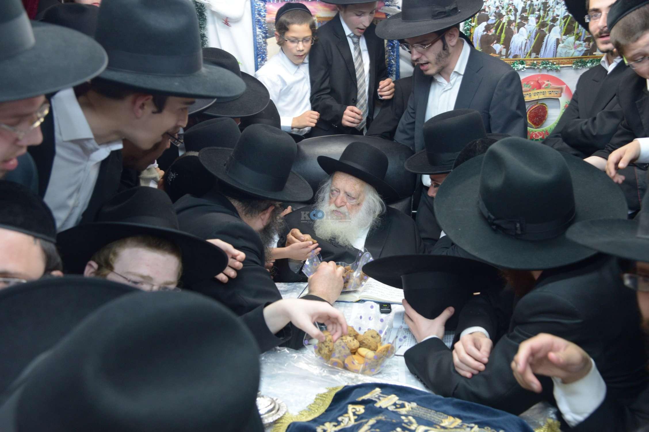 הגר''ח קניבסקי שמחת בית השואבהתשע''ה צילם מ גולדשטיין (12)