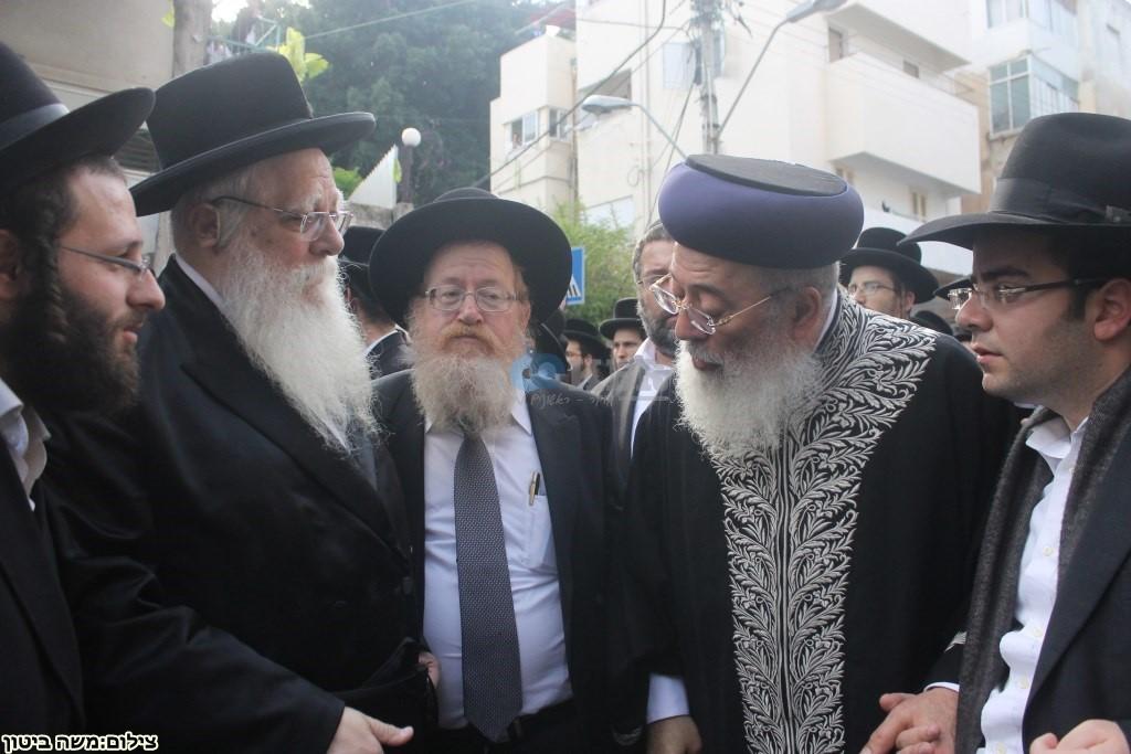 הלוויה הרב שלוש חיפה (18)