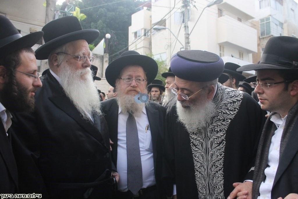 הלוויה הרב שלוש חיפה (19)