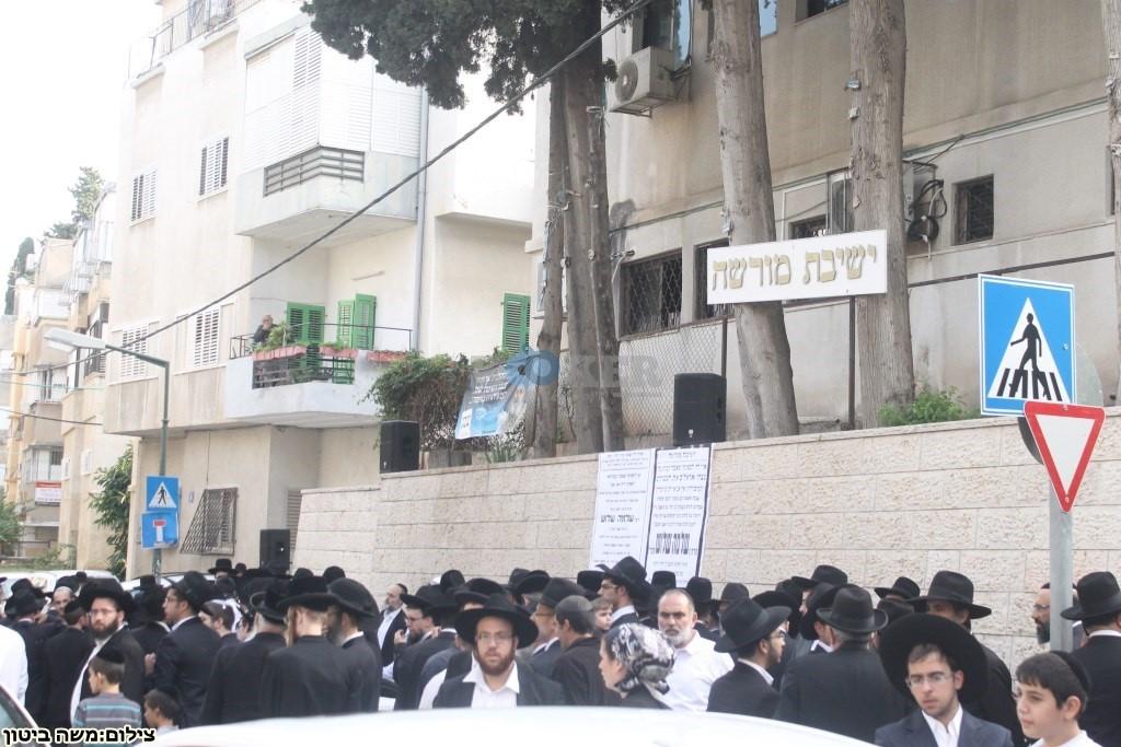 הלוויה הרב שלוש חיפה (28)