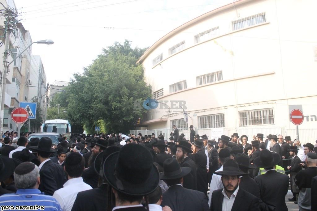 הלוויה הרב שלוש חיפה (3)